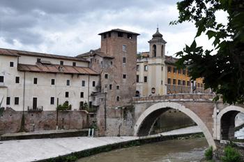 Италия. Рим. Мост Фабричо на Тибре.